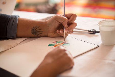 acquerello mani e pennello