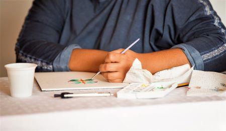 mani pennello e acquerelli